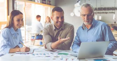 Älteren Mitarbeitern einen Anreiz zum Bleiben schaffen, die Flexi Rente